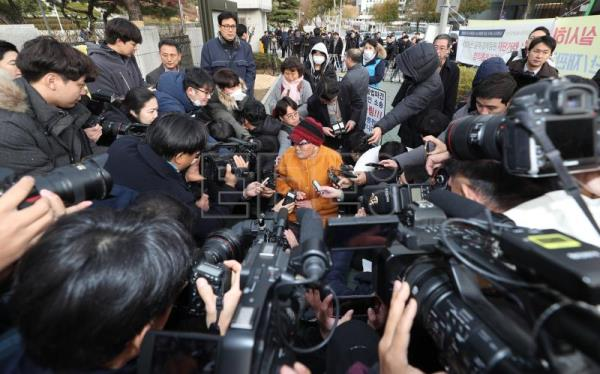 Kim Sung-joo (C), a victim of Japan's forced labor, is surrounded by reporters after arriving at the Supreme Court for a ruling on damages a suit in Seoul, South Korea, Nov. 29, 2018. EPA-EFE FILE/YONHAP SOUTH KOREA OUT