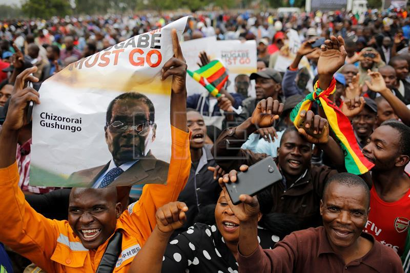 Thousands attend anti-Mugabe protest in Zimbabwe, celebrate end of an era
