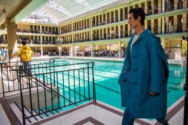 Pools, pop and colors in final day of Paris Fashion Week