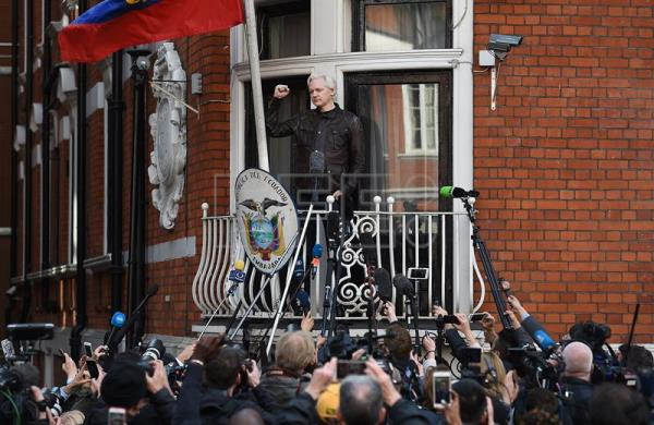 Ecuador cuts off Assange's Internet access for breaching agreement