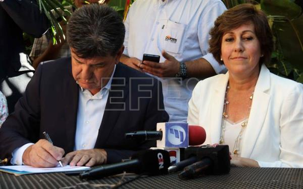 Paraguay presidential hopeful signs pro-life pledge