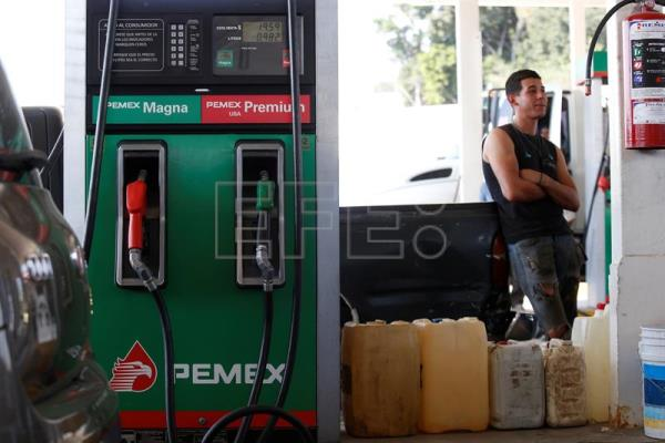 Mexican oil company says it won't reverse course in fuel-theft battle