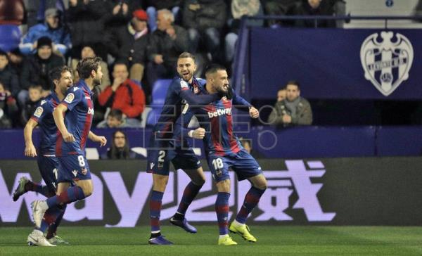 Levante's Erick Cabaco (R) is congratulated by teammates after scoring a goal against Barcelona during the 1st leg of a Copa del Rey knockout stage tie in Valencia, Spain, on Thursday, Jan. 10. EFE-EPA/Manuel Bruque