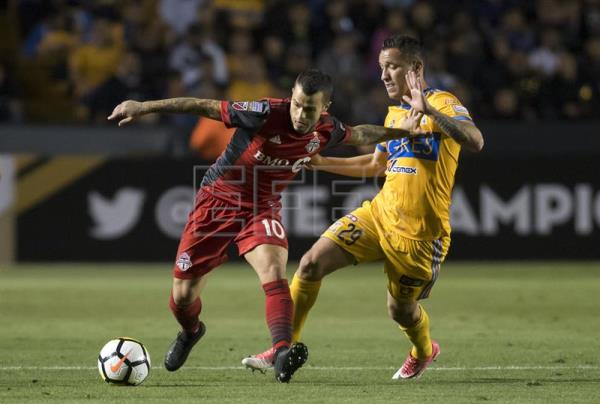 Jesus Duenas R Of Tigres Vies For The Ball With Sebastian Giovinco L