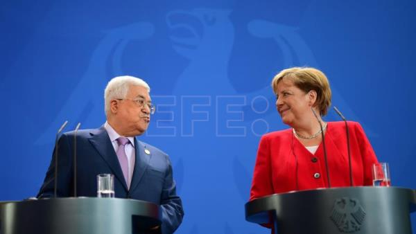 Merkel reaffirms support for 2-state solution during Abbas visit