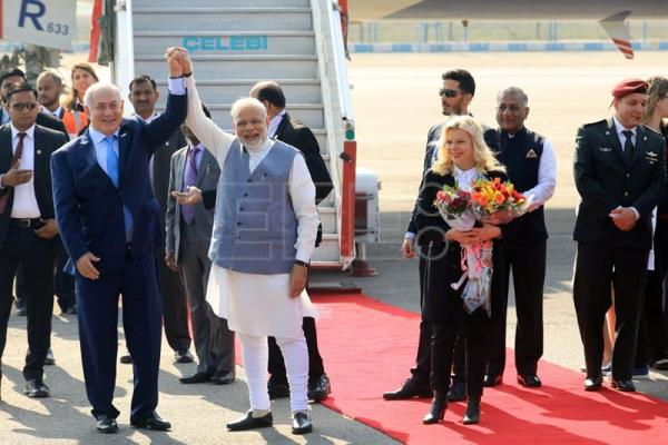 Israeli Prime Minister Benjamin Netanyahu (L) and his wife Sarah (R) are welcomed by Indian Prime Minister Narendra Modi (C) upon their arrival at the Airport in New Delhi, India, 14 January 2018. EFE