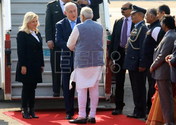 Israeli Prime Minister Benjamin Netanyahu (C) and his wife Sarah (L) are welcomed by Indian Prime Minister Narendra Modi upon their arrival at the Airport in New Delhi, India, 14 January 2018. EFE