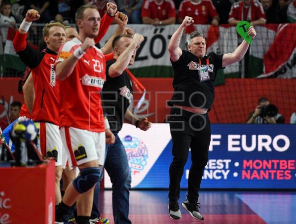 The head coach of Denmark, Nicolaj Jacobsen (R) celebrates with his players during the EHF European Men's Handball Championship 2018 group D match between Denmark and Hungary in Varazdin, Croatia. EFE
