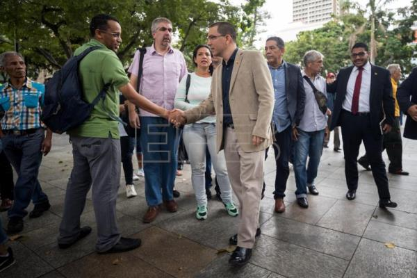 Venezuela's FM: Talks with opposition will resume, but under new mechanism