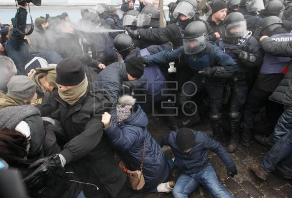 Protesters clash with police as they try to stop the arrest of the former Georgian president and ex-Odessa Governor Mikheil Saakashvili in downtown Kiev, Ukraine, Dec. 5, 2017. EPA-EFE/STEPAN FRANKO