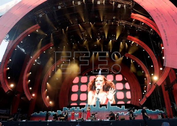 US singer Andra Day performs on stage during the Global Citizen Festival in Central Park in New York, USA, 23 September 2017. EFE