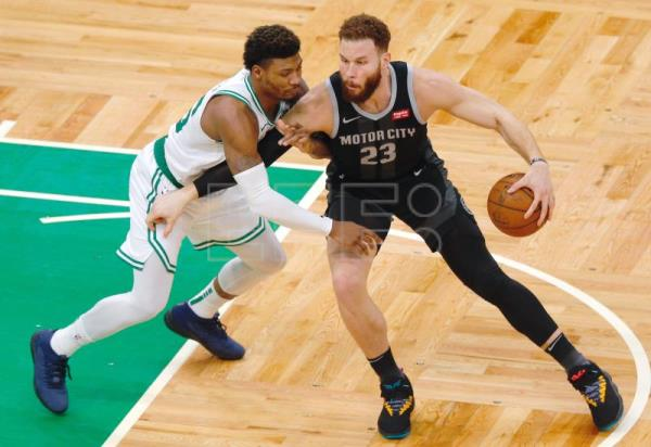 Detroit Pistons forward Blake Griffin (R) drives to the basket as Boston Celtics guard Marcus Smart (L) for a shot during the match between the Detroit Pistons and the Boston Celtics at TD Garden in Boston, Massachusetts, USA, Feb. 13, 2019. EPA-EFE/CJ GUNTHER SHUTTERSTOCK OUT