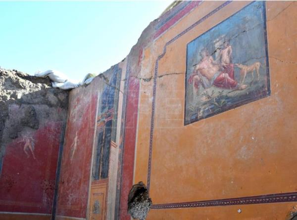Narcissus: latest fresco unearthed at luxurious in villa at Italy's Pompeii