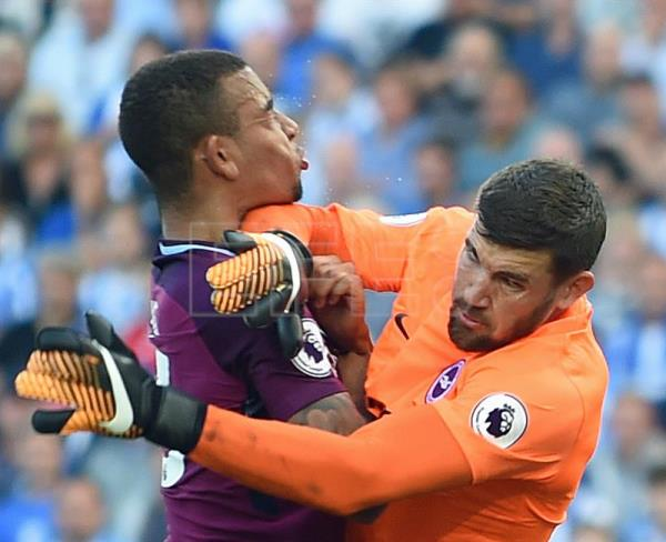 Manchester City's Gabriel Jesus (L) in action against Brighton's goalkeeper Mathew Ryan (R) during the Premier League match between Brighton and Manchester City at the Amex Stadium, Brighton, East Sussex, Britain, 12 August 2017. EPA/GERRY PENNY EDITORIAL USE ONLY. No use with unauthorized audio, video, data, fixture lists, club/league logos or 'live' services. Online in-match use limited to 75 images, no video emulation. No use in betting, games or single club/league/player publications