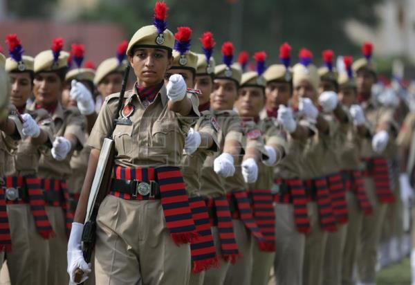 Punjab police women perform as they take part in the full and final dress rehearsal for India's Independence Day parade and celebrations in Amritsar, India, 13 August 2017. EFE