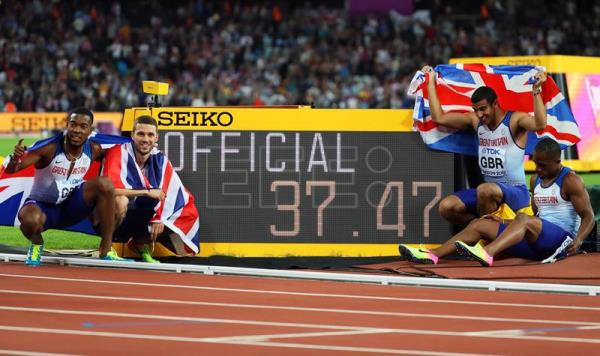 epa06141291 British relay team members (L-R) Nethaneel Mitchell-Blake, Daniel Talbot, Adam Gemili, and Chijindu Ujah celebrate after winning the men's 4x100m Relay final at the London 2017 IAAF World Championships in London, United Kingdom, 12 August 2017. EPA/SRDJAN SUKI