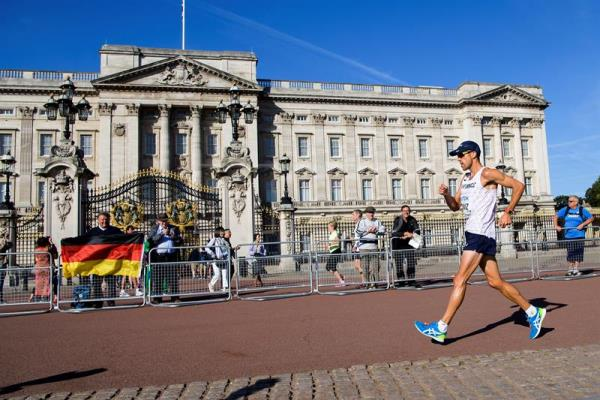 Yohann Diniz from France competes during the 50km Race Walk Men, front of The Buckingham Palace, at the IAAF World Athletics Championships, in London, Britain, 13 August 2017. EFE