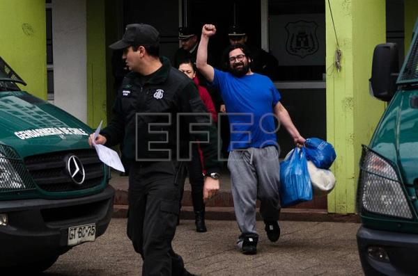 Chilean photojournalist acquitted on weapons charges