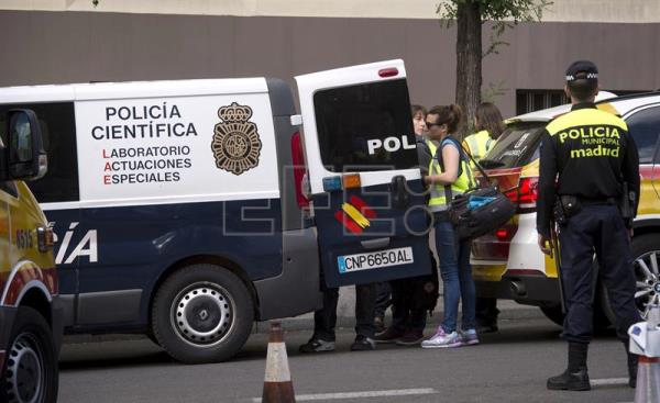 Police and emergency services at the site of an accident involving two teenagers who fell to their deaths when an elevator floor gave way in Madrid, Spain, on May 9, 2017. EFE/ Luca Piergiovanni