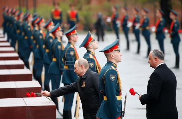 Vladimir Putin (L), Moldovan President Igor Dodon (R) attend a wreath laying ceremony at the tomb of the Unknown Soldier near the Kremlin wall in Moscow, Russia, May 9, 2017. EPA/MAXIM SHIPENKOV