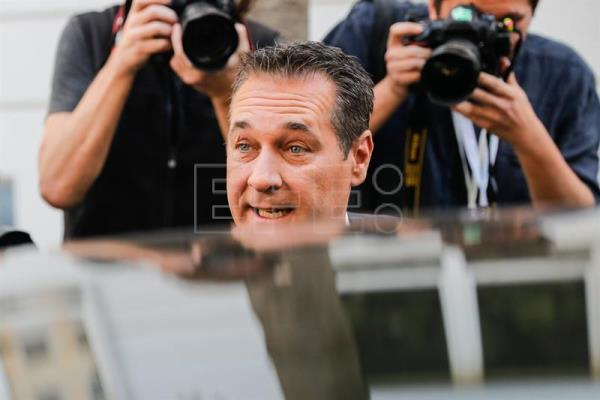 Leader of the right-wing Austrian Freedom Party (FPOe) Heinz-Christian Strache (C) arrives at a polling station to cast his vote in the Austrian Federal Elections in Vienna, Austria, Oct. 15, 2017. EPA-EFE/VALDRIN XHEMAJ