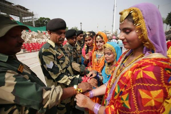 Bracelets exchanged for brotherly protection in Hindu festival