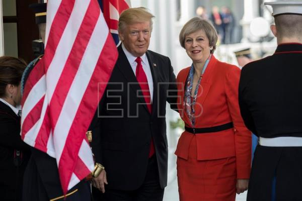 Donald Trump e Theresa May em foto de 2017. EFE/Shawn Thew