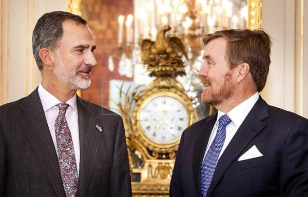 Spain's King meets Dutch counterpart for Rembrandt-Velázquez exhibit