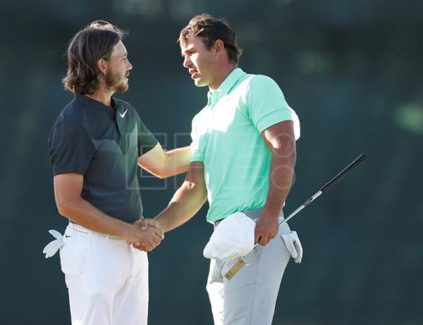 Brooks Koepka of the US (R) and Tommy Fleetwood of England (L) shake hands after finishing on the eighteenth hole during the final round at the 117th US Open Championship at Erin Hills in Hartford, Wisconsin, USA, 18 June 2017.  EPA/ERIK S. LESSER