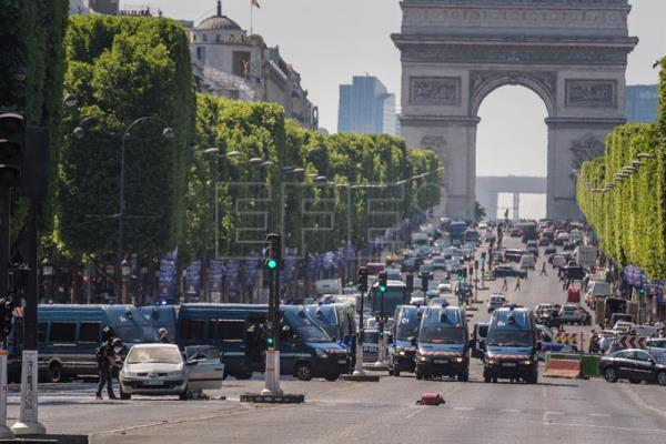 A police operation is under way on the Champs Elysees avenue after a car collided a with a police vehicle in Paris, France, June 19, 2017. EPA/CHRISTOPHE PETIT TESSON