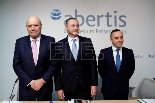 The new Abertis CEO, José Aljaro (C), Communication's Director, Juan María Hernández Puértolas (L), and the Head of investor's relations, Steven Fernández (R) at the the 2017 results presentation, in Madrid, Feb 7, 2018. EPA-EFE (FILE)/ Chema Moya