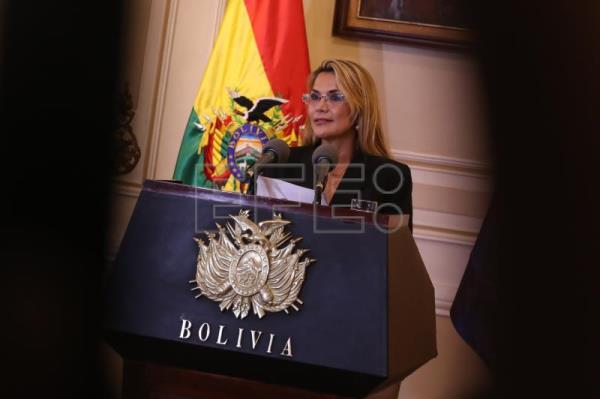 Interim pres. takes charge in Bolivia; Morales to return 'if the people ask'
