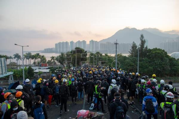 Hundreds of Taiwanese students evacuated from Hong Kong