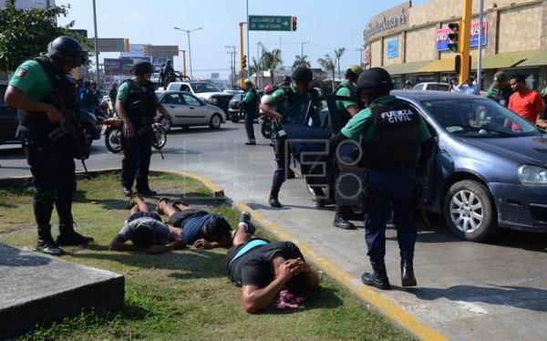 Members of the Civil Force and the Armed Navy arrest alleged perpetrators of attacks against commercial stores during protests against the hike in the gasoline prices in the country, in Veracruz, Mexico, 05 January 2017. Five days of protests against the increase in fuel prices have resulted in one fatality and close to 600 arrests. EPA/Luis Monroy