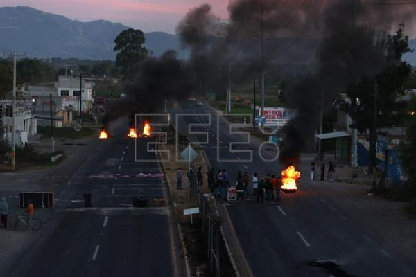 Aftermath of protests against the rise in gasoline prices in the country, Caxuxi city, Hidalgo state, Mexico, 05 January 2017. Five days of protests against the increase in fuel prices have resulted in one fatality and close to 600 arrests. EPA/Nuko Cruz