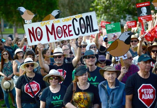 Hundreds attend former Green Party leader's anti-coal mine rally in Australia