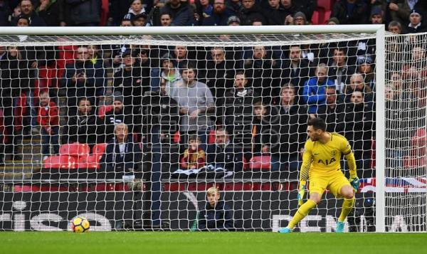 Tottenham goalkeeper Hugo Lloris watches the ball go past him into the net after West Brom's Salomon Rondon scored during the English Premier League soccer match Tottenham vs West Brom at Wembley Stadium in London, Britain, 25 November 2017. (Londres) EFE/EPA