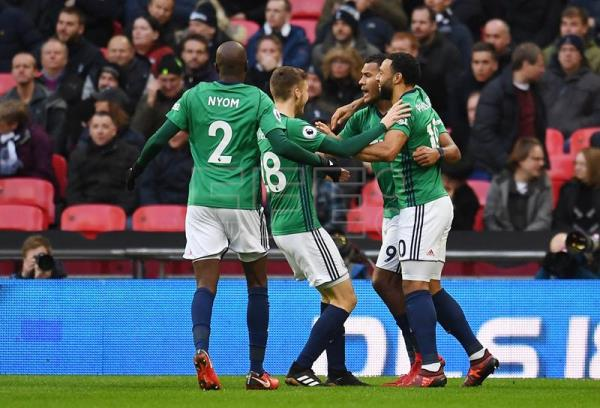 West Brom's Salomon Rondon (2-R) celebrates with teammates after scoring against Tottenham during an English Premier League soccer match at Wembley Stadium in London, Britain, 25 November 2017. (Londres) EFE/EPA