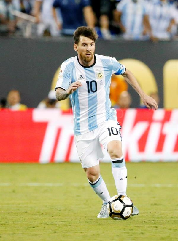 51ea32cef (FILE) Argentina s Lionel Messi kicks the ball during the first half of the  COPA