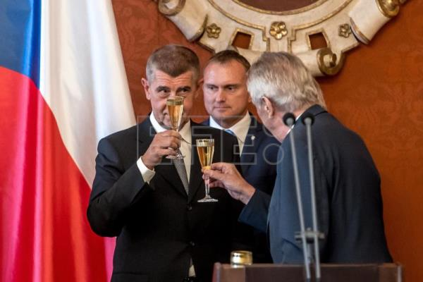 Czech President Milos Zeman (R) toasts with champagne with new Czech Prime Minister Andrej Babis at the Prague Castle in Prague, Czech Republic, June 6, 2018. EPA-EFE/MARTIN DIVISEK