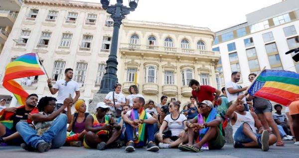 Unauthorized gay pride march in Cuba ends in arrests, clashes with police