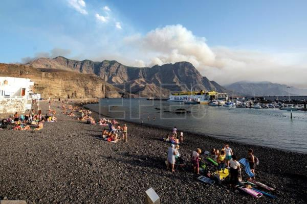 8,000 evacuated due to wildfire in Gran Canaria