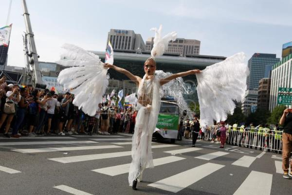 Seoul sees record number of participants at 20th pride parade
