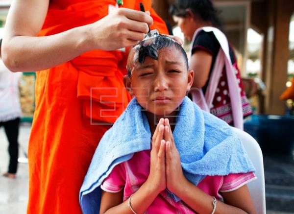 Boys in Bangkok get heads, eyebrows shaved during Buddhist ceremony