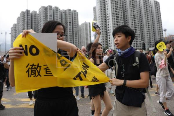 Hong Kong journalists stage silent protest over police treatment