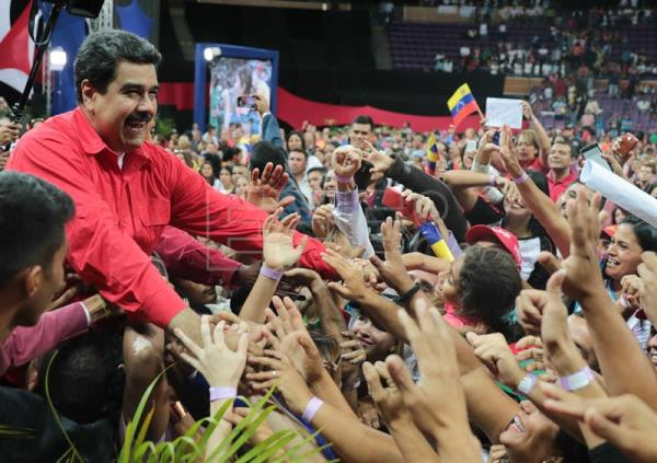 Photo provided by Venezuela's Miraflores Presidential Palace showing President Nicolas Maduro (L) at a meeting with teachers on Jan. 17, 2018, in Caracas. EFE