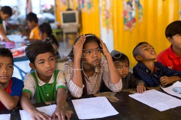 Migrant workers' children practice basic Thai language during a class inside a school made of refurbished shipping containers at a container village in Bangkok, Thailand, Jan. 18, 2018. EPA-EFE/RUNGROJ YONGRIT