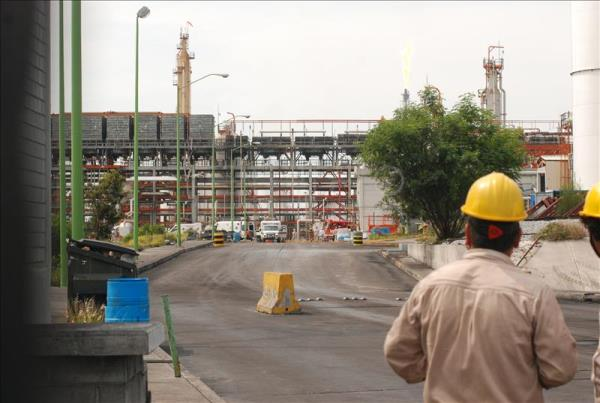 Petroleos Mexicanos, or Pemex, workers monitor pipelines at the Cadereyta refinery. EFE/File