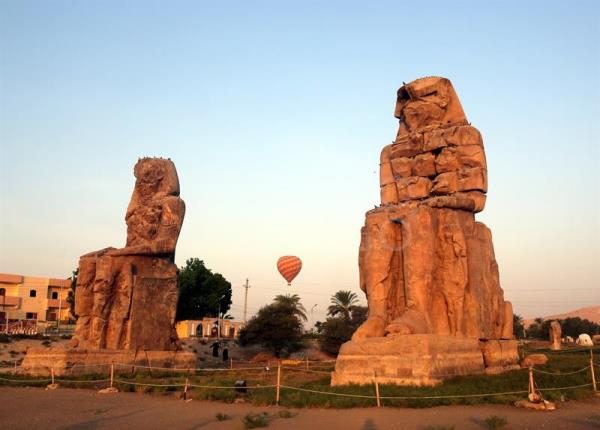 A hot air balloon flies above the colossi of Memnon outside the Valley of the Kings during an early morning flight above Luxor, southern Egypt, Sept. 10, 2017. EFE-EPA/KHALED ELFIQI