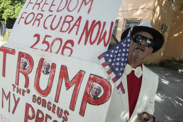 Cuban Santiago Portal shows his support to U.S. Republican presidential candidate Donald Trump during his visit to Brigade 2506, in Miami, United States, October 25, 2016. EFE/Giorgio Viera